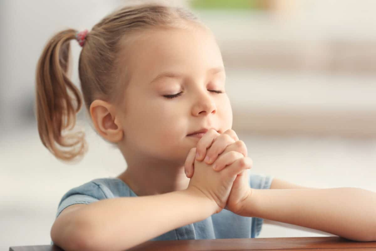 7 [IMPACTFUL] Ways to Teach Your Child to Pray